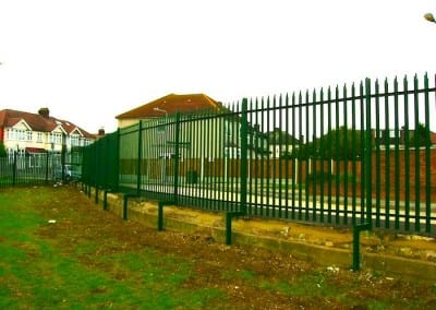 steel-palisade-fencing-king-solomon-highschool-barkingside-london-01