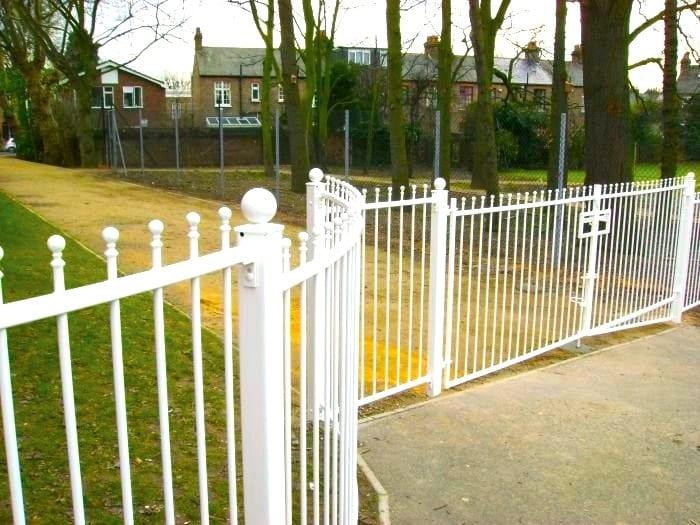 Steel Railings Fencing – Leytonstone School London