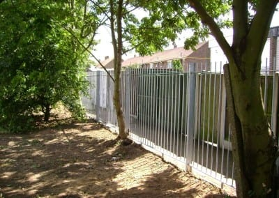 steel-railings-fencing-project-2-herringham-school-grays-04