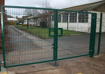 twin-mesh-fencing-with-automated-gates-sanders-draper-school-hornchurch-rm126rt-03