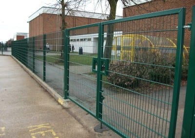 twin-mesh-fencing-with-automated-gates-sanders-draper-school-hornchurch-rm126rt-04