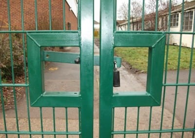twin-mesh-fencing-with-automated-gates-sanders-draper-school-hornchurch-rm126rt-05