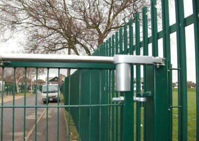 twin-mesh-fencing-with-automated-gates-sanders-draper-school-hornchurch-rm126rt-09