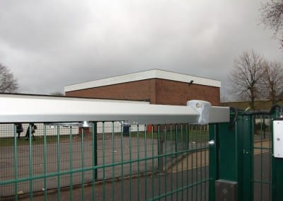 twin-mesh-fencing-with-automated-gates-sanders-draper-school-hornchurch-rm126rt-10