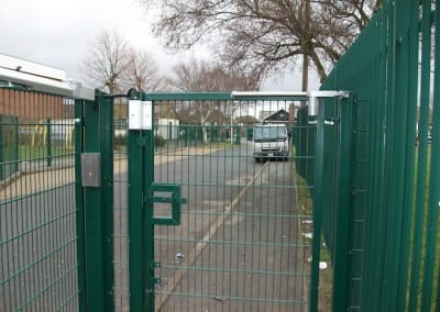 twin-mesh-fencing-with-automated-gates-sanders-draper-school-hornchurch-rm126rt-11