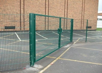 twin-mesh-fencing-with-automated-gates-sanders-draper-school-hornchurch-rm126rt-13