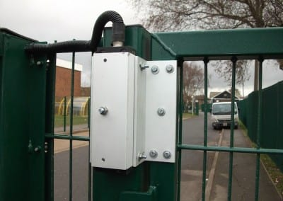 twin-mesh-fencing-with-automated-gates-sanders-draper-school-hornchurch-rm126rt-17