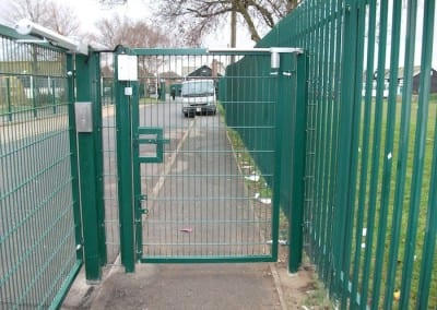 twin-mesh-fencing-with-automated-gates-sanders-draper-school-hornchurch-rm126rt-19