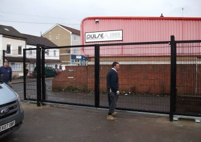twin-wire-mesh-fencing-st-john-ambulance-london-04