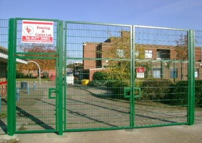 Wire Mesh Fencing Essex – Warren School Chadwell Heath Essex